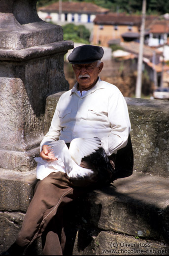 Man feeding pigeons in Ouro Preto