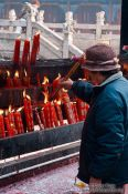 Travel photography:Lighting a candle in Kunming´s Yuantong temple , China