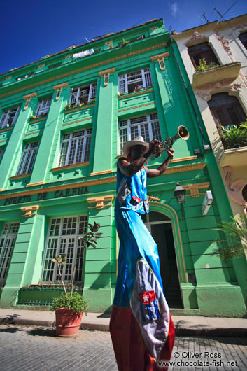 Trumpeter on stilts in Havana Vieja