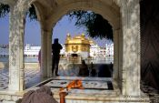 Travel photography:Pilgrims at the Golden Temple in Amritsar, India
