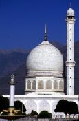 Travel photography:Hazratbal Mosque in Srinagar, India