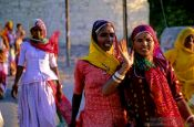 Travel photography:Women in colourful saris in Jodhpur, India