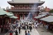 Travel photography:Visitors in Tokyo´s Senso-ji temple in Asakusa, Japan