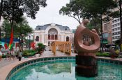 Travel photography:Sculpture with Hoh Chi Minh City Municipal Theatre , Vietnam